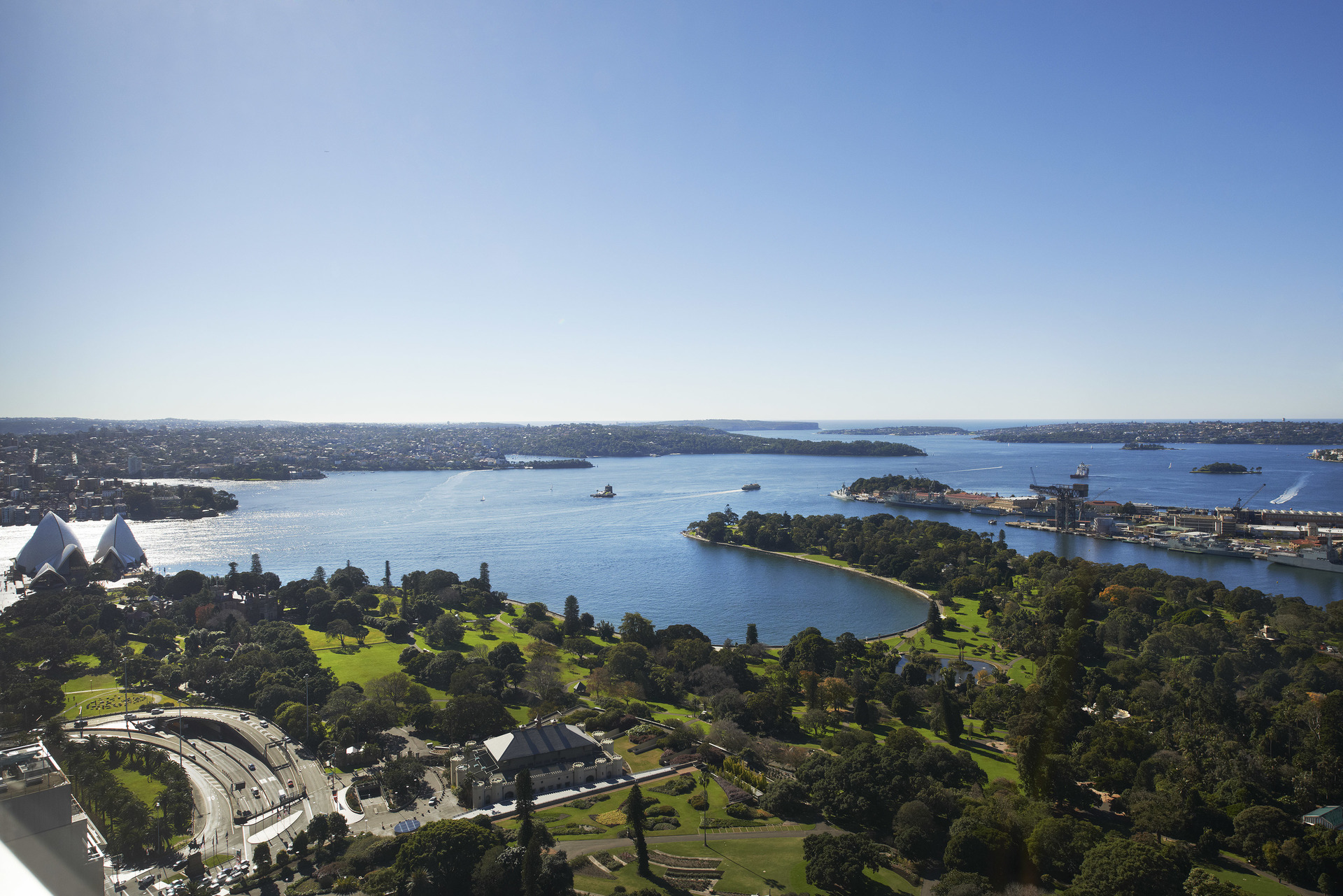 PRIME OFFICE LOCATED IN SYDNEY FOR 4-PERSON WITH GREAT VIEWS