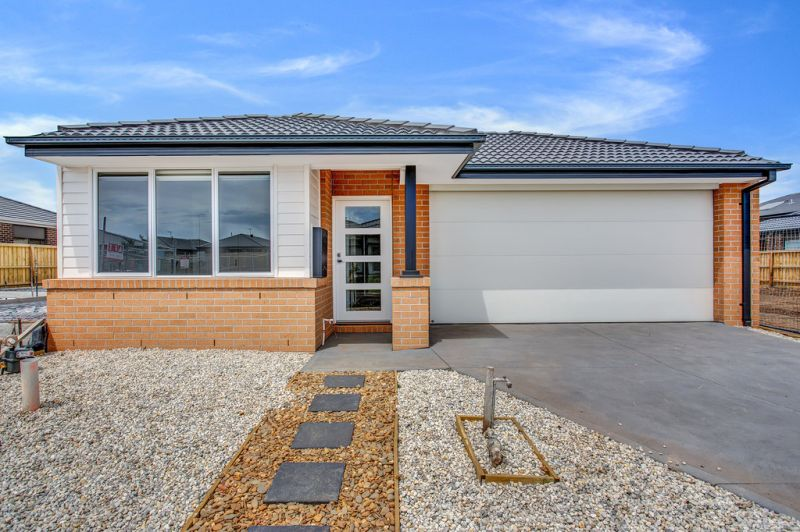 FIRST CLASS TENANT WANTED ! Brand New Light House in Point Cook!