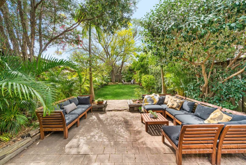 Tranquil Victorian Terrace opposite Drummoyne Park