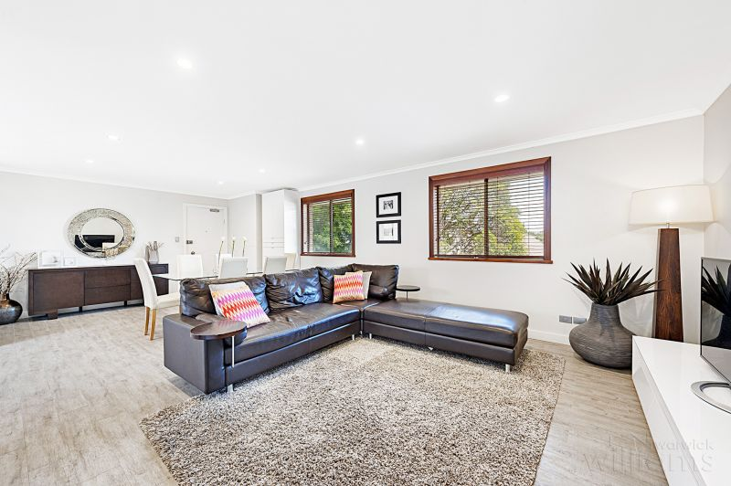 Immaculate Top Floor Apartment with Two Garages