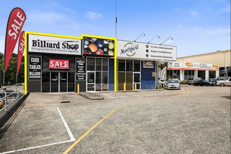 RETAIL / SHOWROOM IN HIGH PROFILE LOCATION - VACANT POSSESSION !