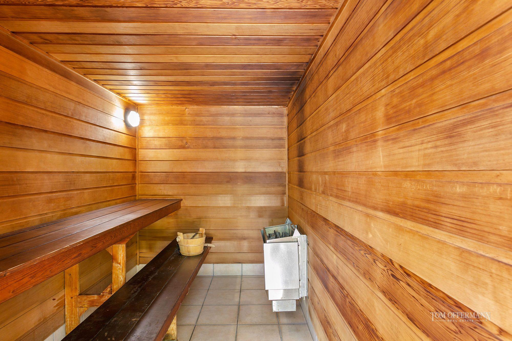 Sauna voyeur