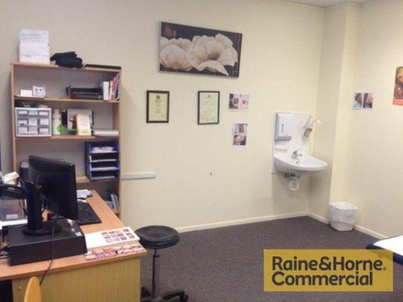 Suit Surgery / Office / Consultation