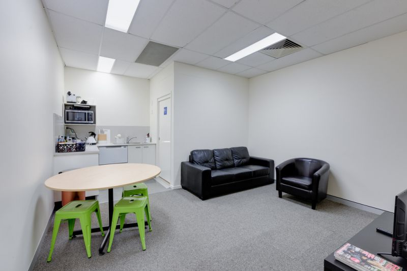 Modern Office/Warehouse Unit with High Quality Fit-out