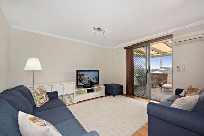Spacious Top Floor Apartment in Excellent Location
