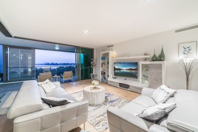 Expansive Refurbished Corner Apartment with Superb Views over Broadwater to Surfers Paradise