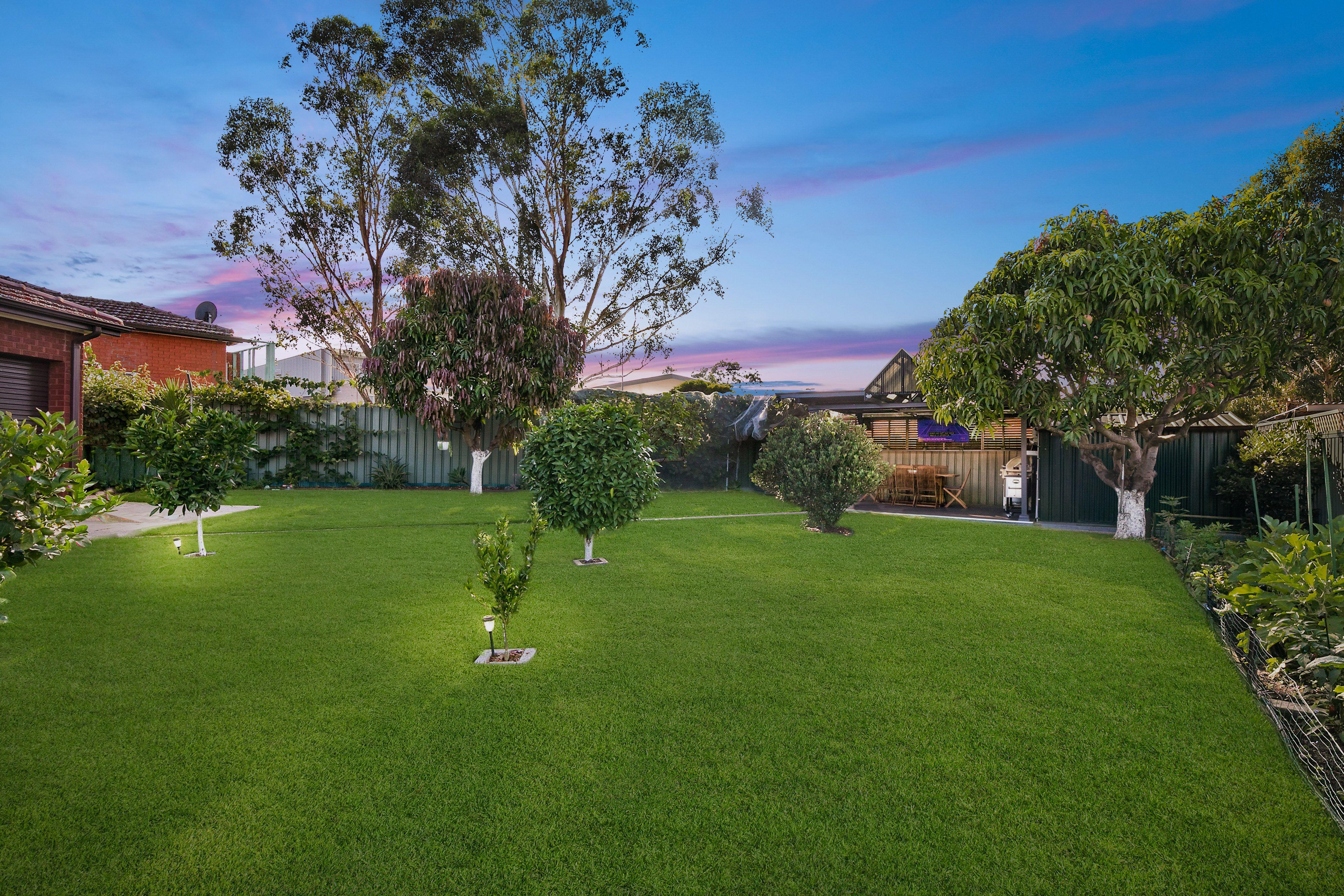 15 Sevenoaks Crescent, Bass Hill NSW 2197