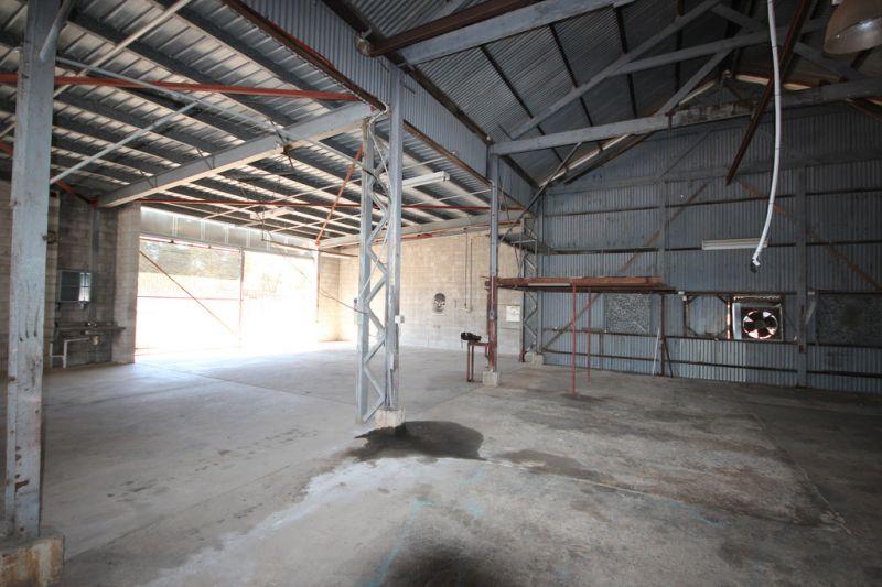 Warehouse in Centre of Idlaia