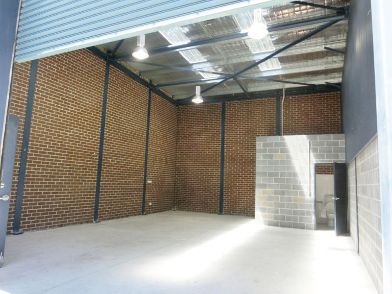 INDUSTRIAL UNIT WITH EXCELLENT NATURAL LIGHT