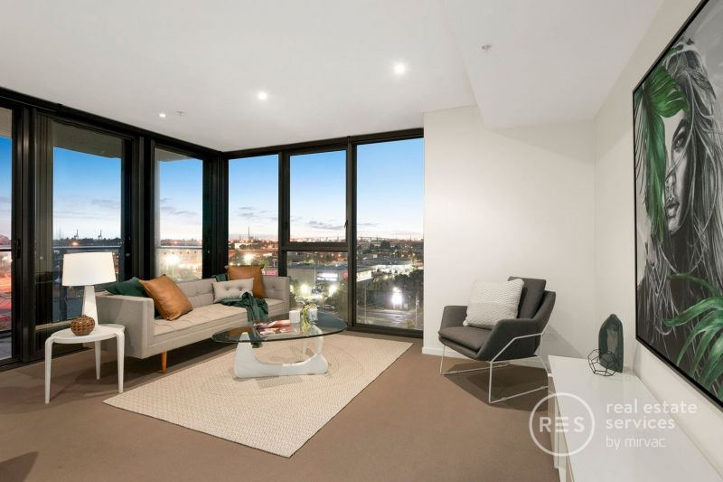 Yarra Point brilliance with a waterside location