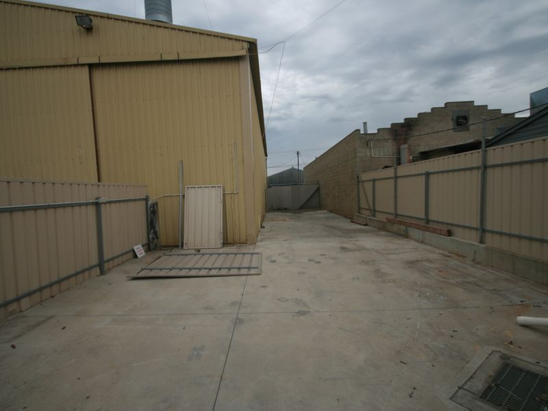 LEASED BY STAN TETTIS 0409 286 820