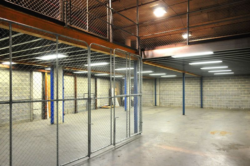 High Clearance Storage Warehouse in Convenient Location