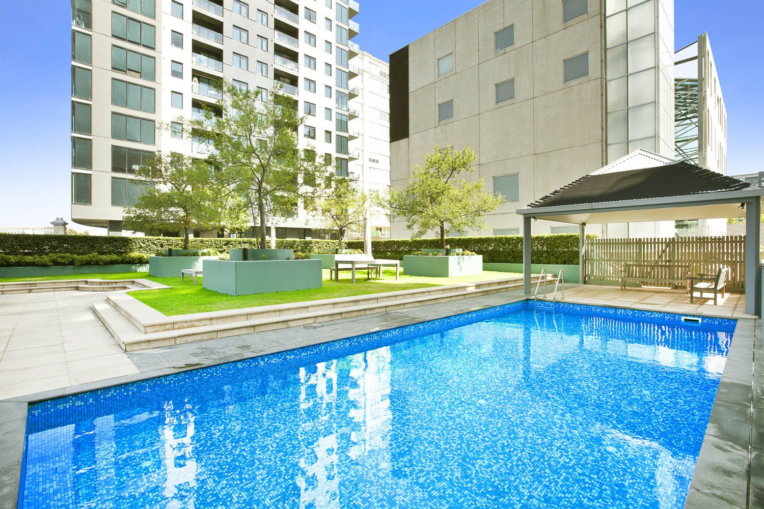 The Boulevarde: Stunning Three Bedroom Apartment - Be The Envy Of Your Friends!