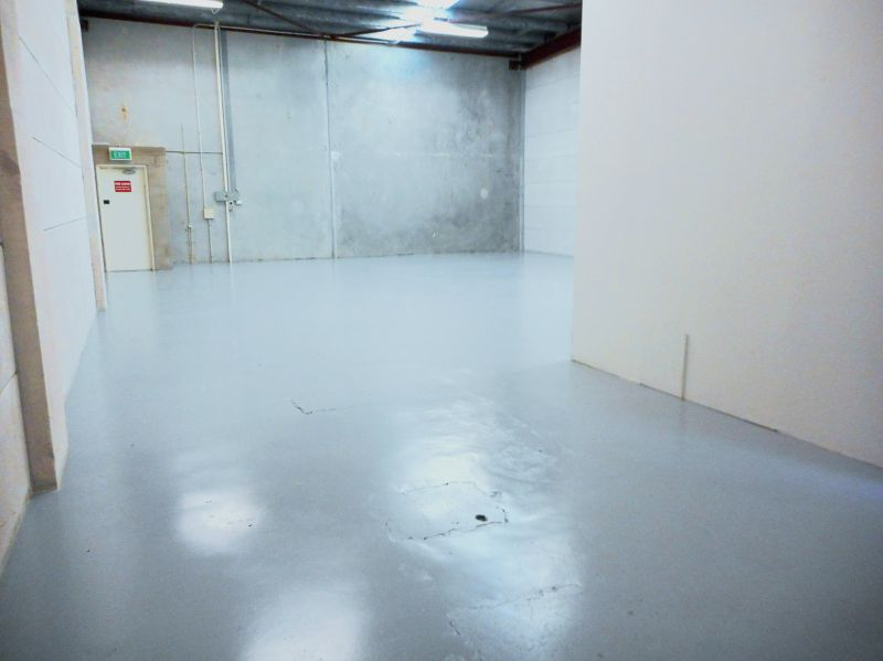 NEAT WAREHOUSE / OFFICE INDUSTRIAL UNIT