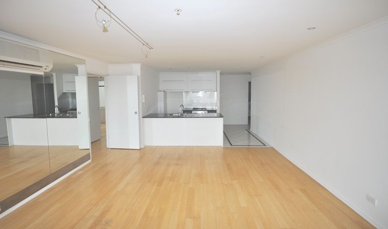 City Condos: 22nd Floor - Gorgeous Three Bedroom Apartment in a First Class Location!