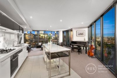 Seize this Lavish and Spacious Yarra's Edge Retreat