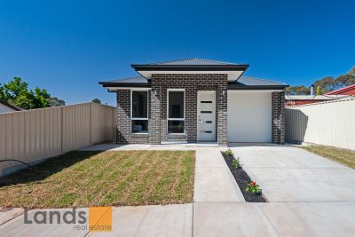 Brand New Brilliantly Designed Courtyard Home.