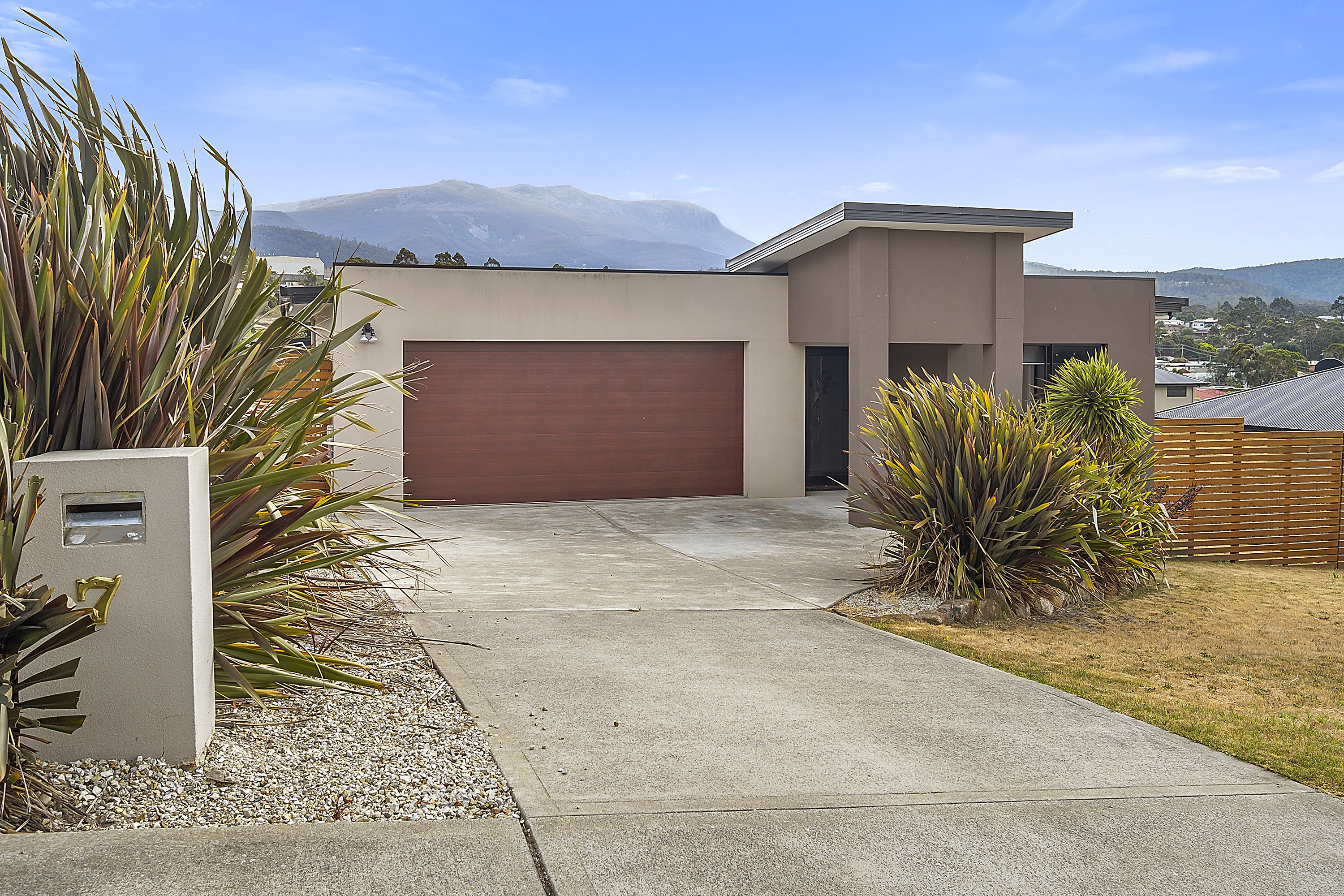 7  Kelp Street, Kingston