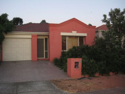 Neat & Tidy Family Home Walking Distance To The Avenue Shopping Center