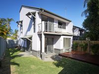 Sunny Townhouse Beneath Mount Coolum