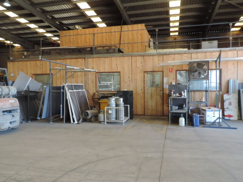 Large Brendale Industrial / Commercial Building For Sale or Lease