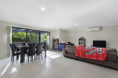 IMPECCABLY MAINTAINED SPACIOUS DUPLEX - GREAT RENTAL RETURN