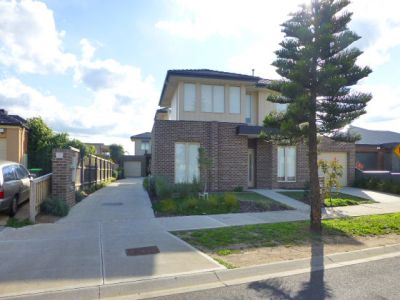 Townhome in popular Point Cook pocket with amenities at your doorstep!