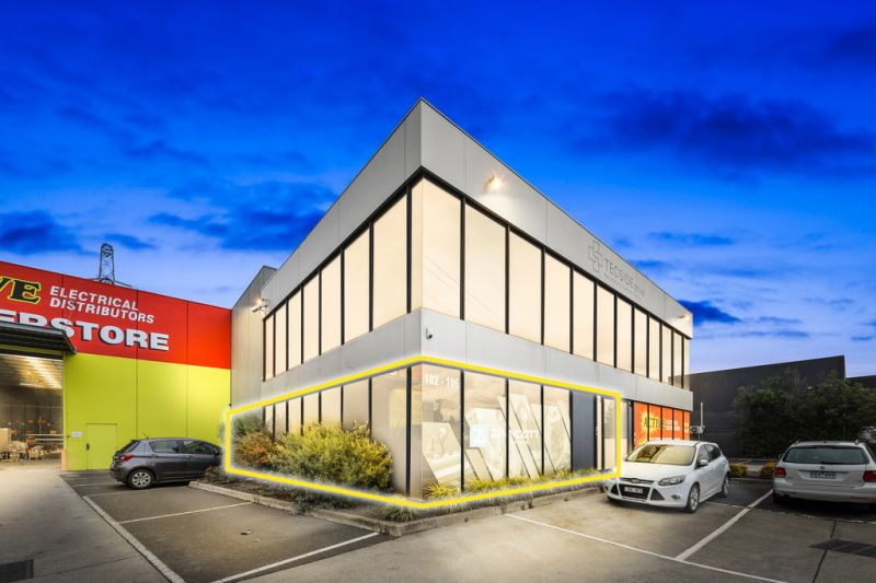 HIGH EXPOSURE OFFICE + SIGNAGE RIGHTS + 5 CAR SPACES