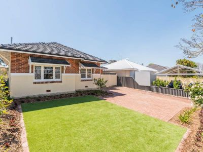 Beautifully Renovated Home, a Stone Throw to the Swan