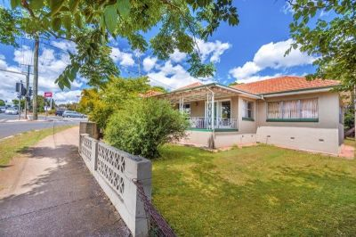 FANTASTIC BUSINESS EXPOSURE,  OR CENTRAL LIVING LOCATION IN THRIVING TOOWOOMBA SUBURB