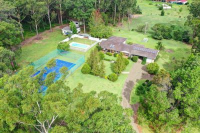 House with Granny flat, tennis court & pool
