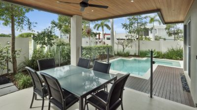 Contemporary Living, Exclusive Fairway Island,