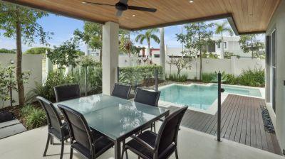 Contemporary Living, Exclusive Fairway Island,