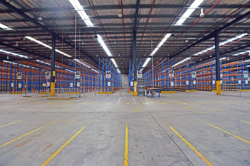 Fully Racked High Clearance Budget Warehousing with Docks