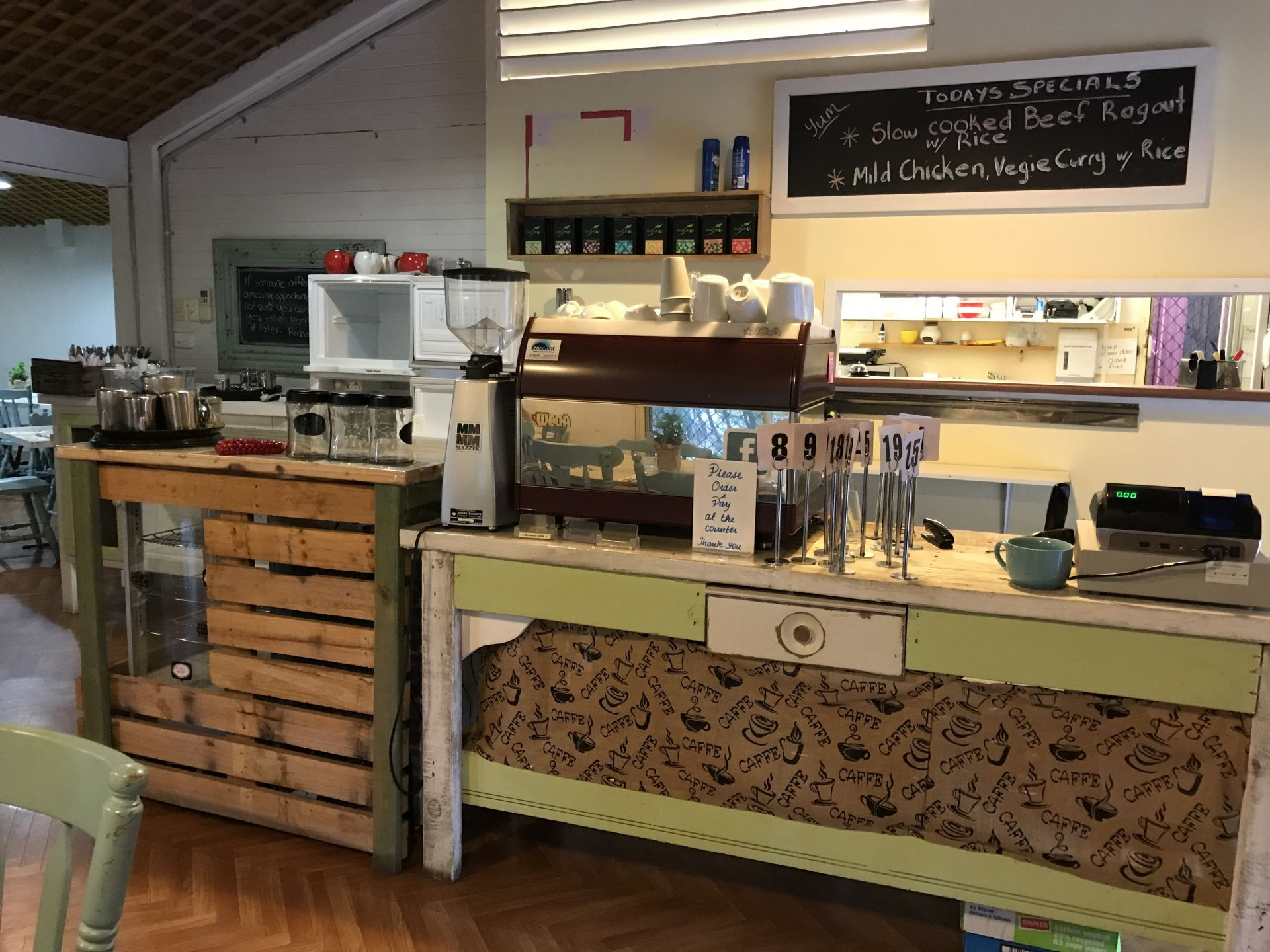 MAKE AN OFFER FOR THIS WELL ESTABLISHED CAFÉ IN TOURIST LOCATION NEAR ORANGE
