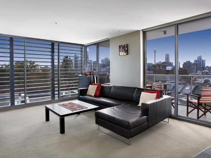 A Wonderful Lifestyle with Northerly Views of the City Skyline and Harbour Bridge