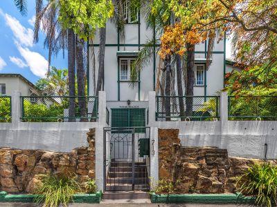 Great Vaule Art Deco Apartment