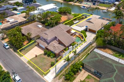 North Facing Spacious Family Home In The Heart Of Broadbeach Waters