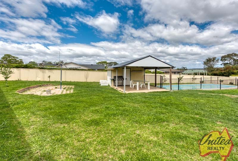 6 Blackbutt Place The Oaks 2570