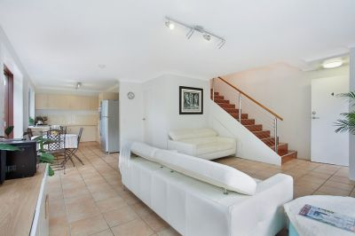 Spacious and open plan 2 level apartment