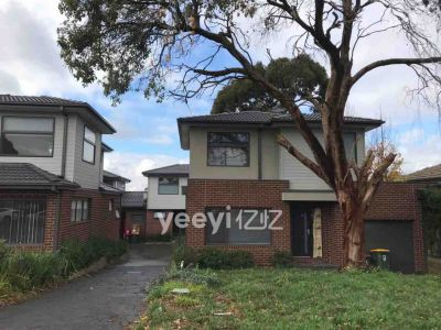 3 years old 3 bedroom 3 bathroom  unit close train station in Nunawading