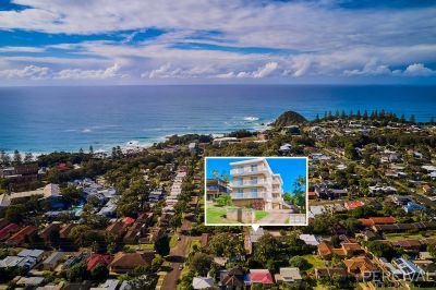 Located for Lifestyle - Walk to Beach - Contemporary Renovation