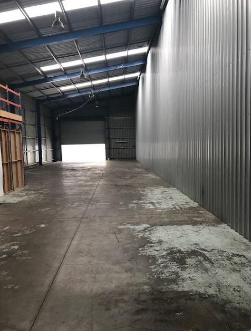 Highly Exposed Industrial Unit For Lease