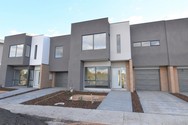 Three Bedroom Home at the Royal! Private Inspections Available!!