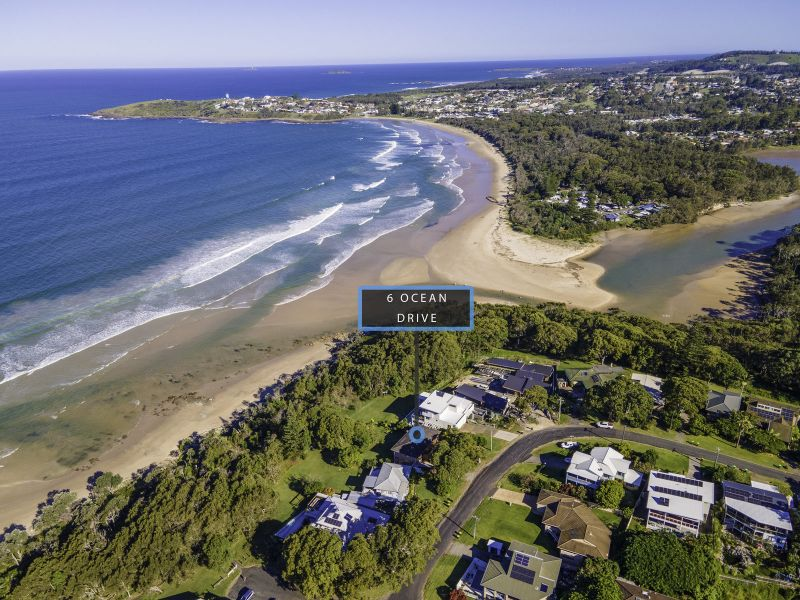 When it comes to location, it doesn't get much better than this! Sandcastle is located on the beach side of the ever so popular Safety Beach.