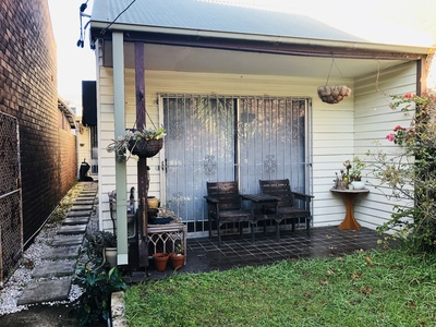 Free-standing house in premier location