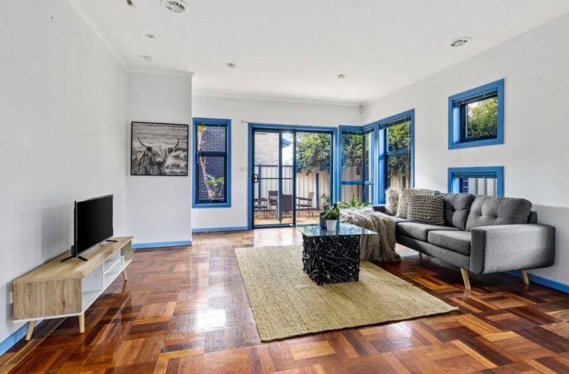 Convenient, Carefree & Central Bayside Location!