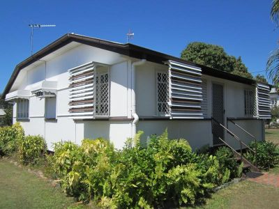 CUTE COTTAGE - 1/4 Acre PRICE REDUCTION $205,000