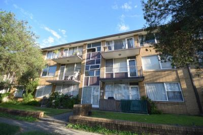2 Bedroom Unit with Car Space, Must See!!!
