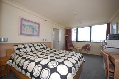 FANTASTIC FURNISHED UNIT WITH ELECTRICITY INCLUDED IN RENT!